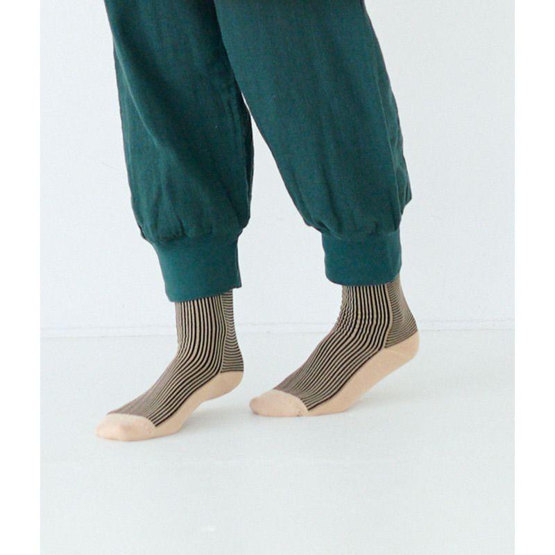 シルク混靴下は底面の色が色の名前です
